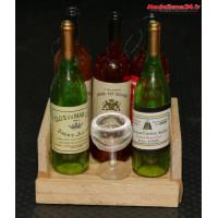 Caisse en bois avec 5 bouteilles de vin et un verre : m882